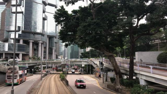 vídeos de stock e filmes b-roll de tram hong kong - central cotton road lippo centre financial hong kong - linha do elétrico