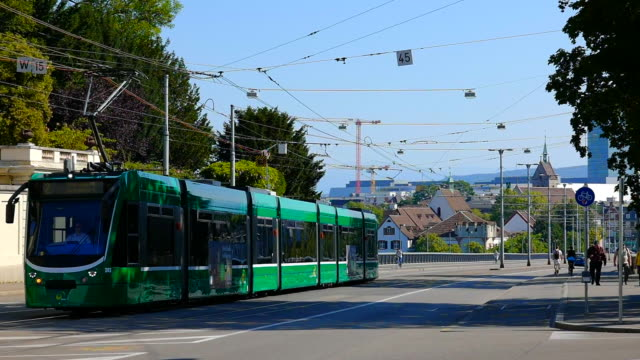 vídeos y material grabado en eventos de stock de tram in city of basel - energía alternativa