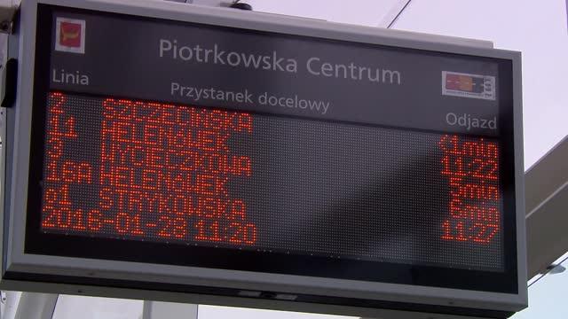 stockvideo's en b-roll-footage met tram stop in lodz - informatiebord