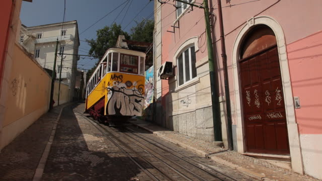 WS Tram traffic in narrow alley / Lisbon, Portugal