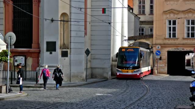 vídeos y material grabado en eventos de stock de tram - stare mesto