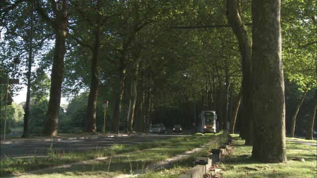 tram - tram stock-videos und b-roll-filmmaterial