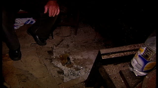vidéos et rushes de tramp officially awarded ownership of shack on hampstead heath int hallowes showing bayles interior of his shack including details of candles folded... - cahute