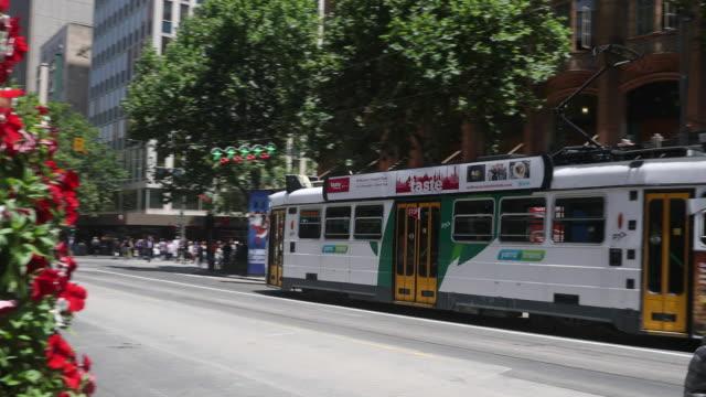 vídeos y material grabado en eventos de stock de trams are seen on swantson street on december 1 2016 in melbourne australia - vía de tranvía
