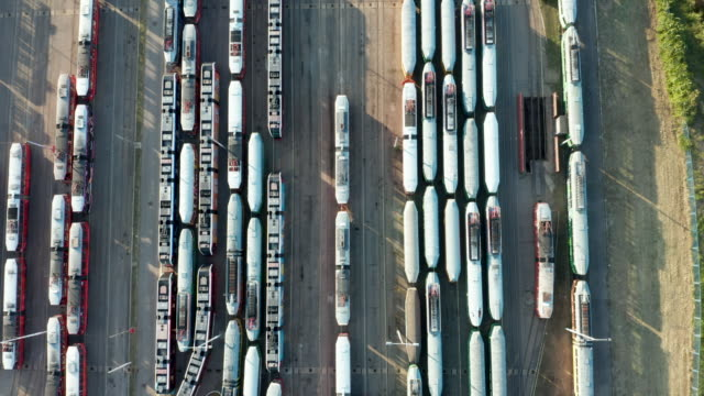 straßenbahnen mit schattenhaftem schatten auf dem parkplatz - railway track stock-videos und b-roll-filmmaterial