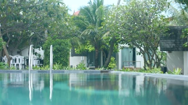 vidéos et rushes de scène tranquille de la piscine thermale - établissement de cure