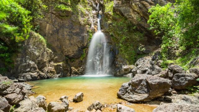熱帶深林瀑布溪的寧靜景象。延時視頻 - 自然奇觀 個影片檔及 b 捲影像