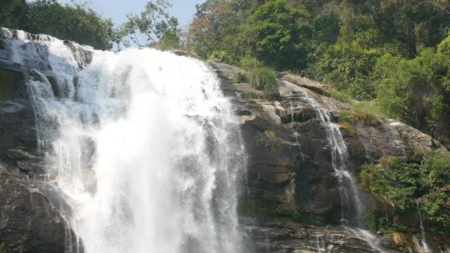 泰國 wachirathan 瀑布瀑布溪流寧靜景象 - 自然奇觀 個影片檔及 b 捲影像