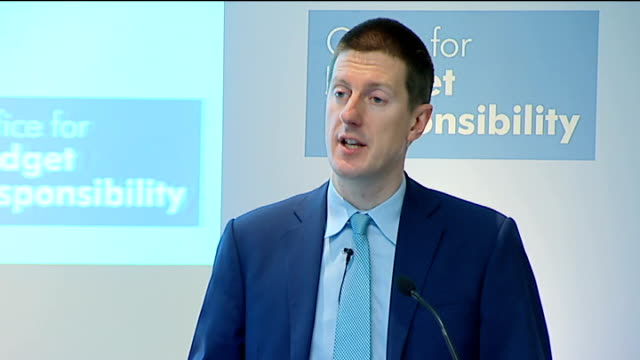 stockvideo's en b-roll-footage met obr press conference government decision to take royal mail in september announced bradford and bingley and northern rock are now central government... - laten zakken