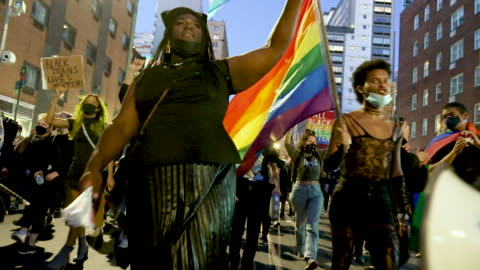 transgender activist rallied in midtown manhattan's times square to protest the shooting and wounding of roxanne moore on october 02, 2020.... - diritti lgbtqi video stock e b–roll