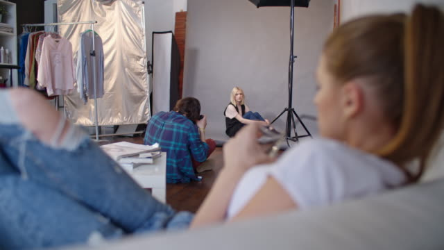 transgender person on professional photo shoot in studio - kamera blitzlicht stock-videos und b-roll-filmmaterial