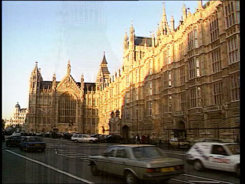 transgender woman wins right to be recognised as woman; itn england: london: westminster: ext gv upper turrets of houses of parliament with big ben... - 性感染症点の映像素材/bロール