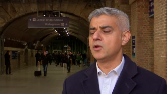 transport for london say fares will remain frozen for another year england london london bridge station ext sadiq khan interview excerpt sot well... - bürgermeister stock-videos und b-roll-filmmaterial