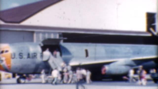 transport flugzeug 1960 er jahre - luftwaffe stock-videos und b-roll-filmmaterial