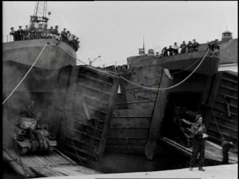 transport vehicle driving in shipyard / vehicles + tanks driving into transport vessels / lines of soldiers boarding transport vessel / soldiers... - 1944 bildbanksvideor och videomaterial från bakom kulisserna