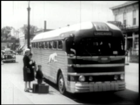 transportation (bus, truck, taxi) - 6 of 10 - 1946年点の映像素材/bロール
