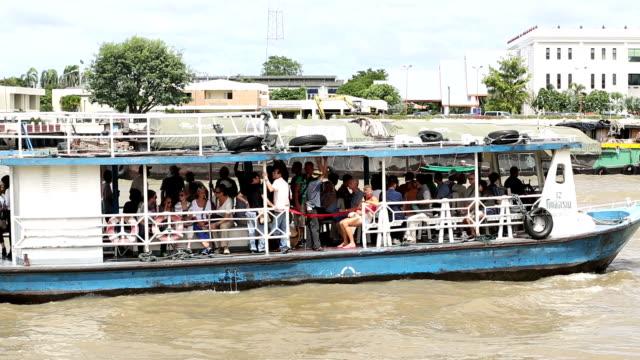 vidéos et rushes de bateau de transport de passagers - bras mort de cours d'eau