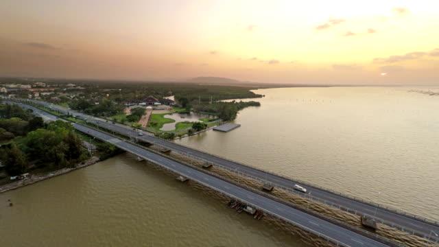 vídeos y material grabado en eventos de stock de puentes de transporte - perspectiva desde un helicóptero
