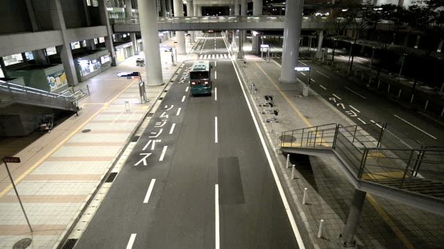 空港からの移動は、関西国際空港 - バス停留所点の映像素材/bロール