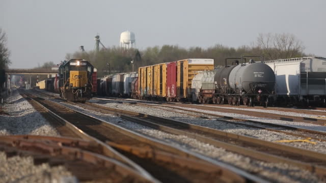 transportation, inc freight train locomotives are pictured in a rail yard in bowling green, kentucky, u.s., on friday, april 13, 2018. - 貨物列車点の映像素材/bロール