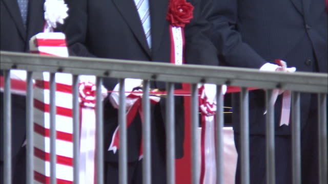 Transportation officials cut ribbons at the departing ceremony of the Nozomi N700 Series