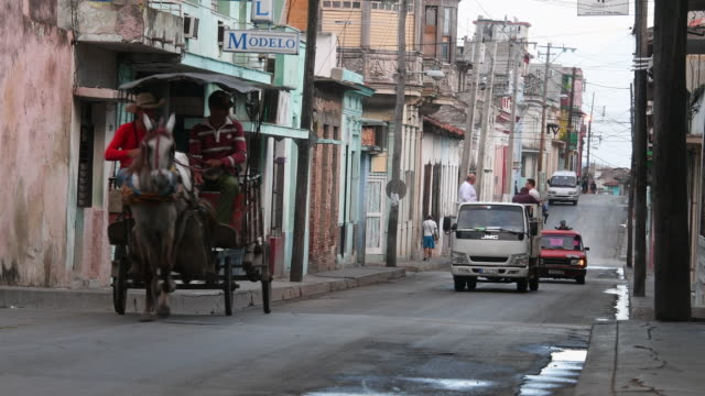 transportation remains a main challenge for the cuban government despite efforts animal traction vehicles remain the most affordable way to... - animal drawn stock videos & royalty-free footage