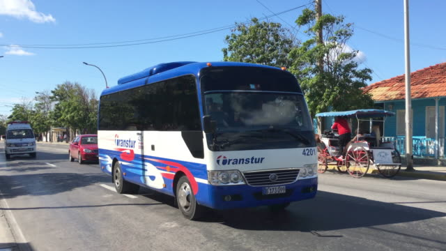 vidéos et rushes de transtur is a staterun transportation company in charge of moving tourists to different places in the caribbean island this bus is a chinese yutong... - socialisme