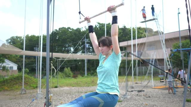 trapeze artist warming up using horizontal bar - horizontal bar stock videos & royalty-free footage