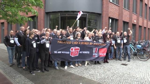 tras cinco anos de lucha aislada representantes sindicales de amazon de 15 paises se reunieron el lunes en berlin para coordinar su estrategia y... - sindicatos stock videos & royalty-free footage