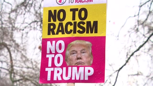 vídeos de stock, filmes e b-roll de travel ban overturned by judge travel ban overturned by judge england london whitehall ext various of protesters demonstrating outside us embassy... - stop placa em inglês
