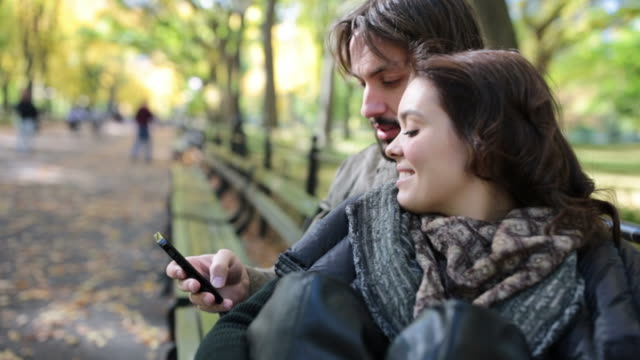 resor cinemagraph av ungt par i kärlek i central park, nyc - cinemagrafi bildbanksvideor och videomaterial från bakom kulisserna
