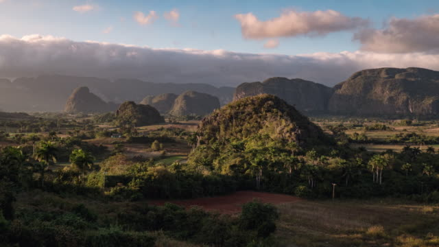 stockvideo's en b-roll-footage met travel cinemagraphs, cuba, vinales valley at sunset - cuba