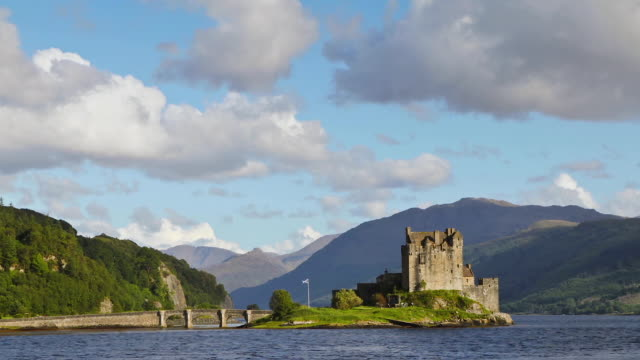 travel cinemagraphs, eilean castle in scotland - scottish highlands stock videos and b-roll footage