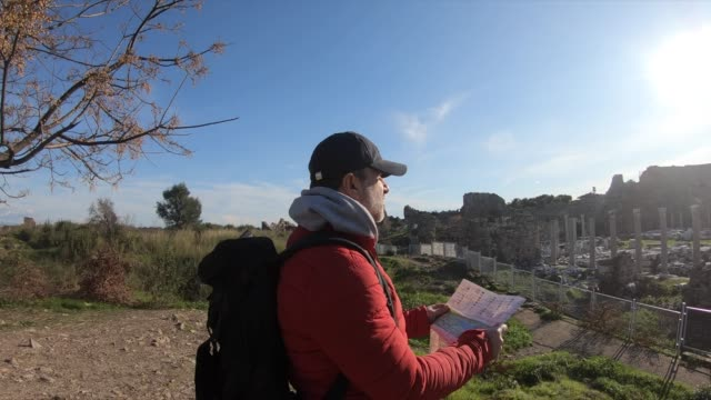 travel man in looking at a map - naxos greek islands stock videos & royalty-free footage