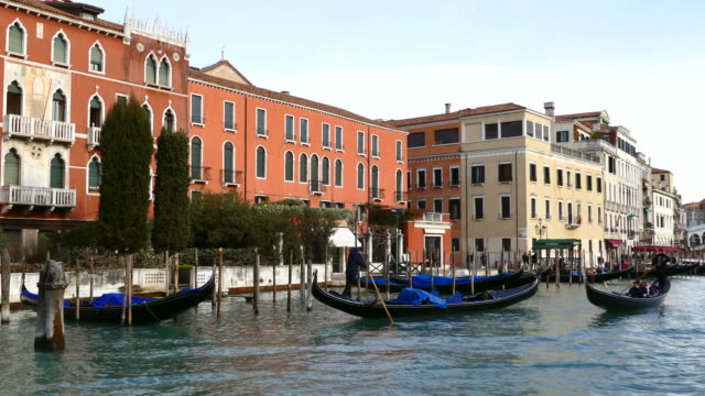 4k travel on grand canal, venice, italy - grand canal venice stock videos & royalty-free footage