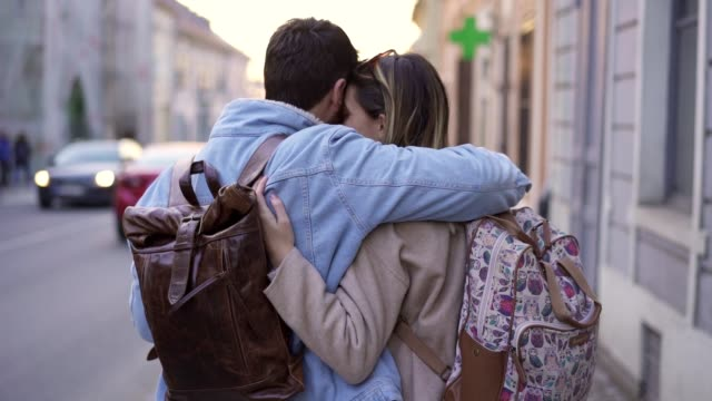 和你一起旅行世界是我需要的 - 年輕情侶 個影片檔及 b 捲影像
