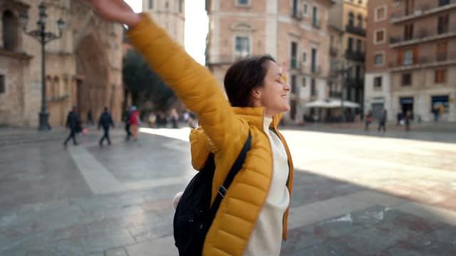 vidéos et rushes de voyage à valence - manteau et blouson d'hiver