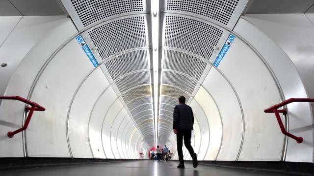 Reisenden in Wiener u-Bahn