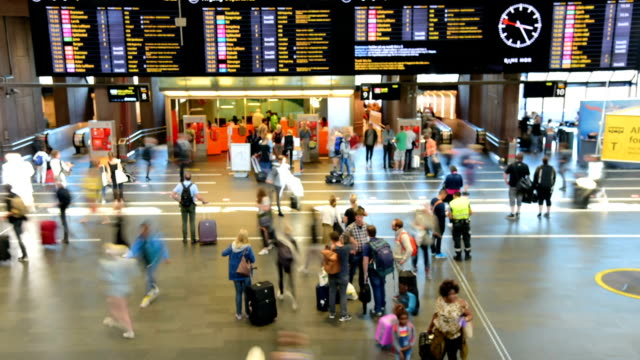 traveler crowd at central train station during holiday in oslo - stazione della metropolitana video stock e b–roll