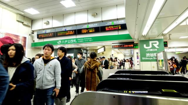 hd:渋谷駅の群衆日本のストックビデオ-株式 - 地下鉄駅点の映像素材/bロール