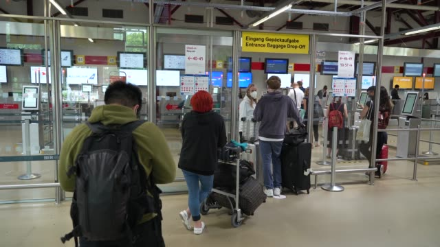travelers arrive to drop off their bags at easyjet at tegel airport during the novel coronavirus pandemic on june 19, 2020 in berlin, germany. while... - ankunft stock-videos und b-roll-filmmaterial