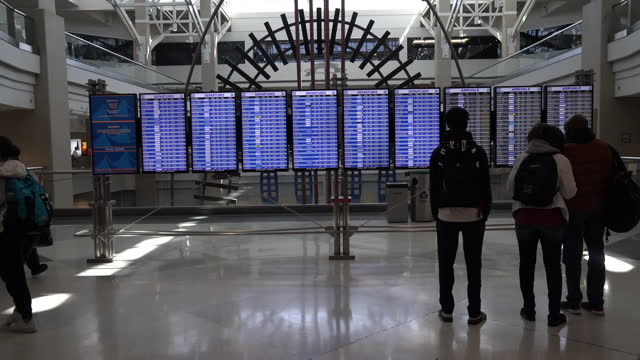 stockvideo's en b-roll-footage met travelers check in and wait for their baggage at main terminal of denver international airport in denver, colorado, u.s., on thursday, april 8, 2021. - dia