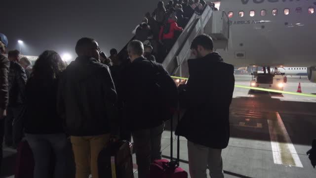 stockvideo's en b-roll-footage met travelers getting into airplane at night - start  en landingsbaan