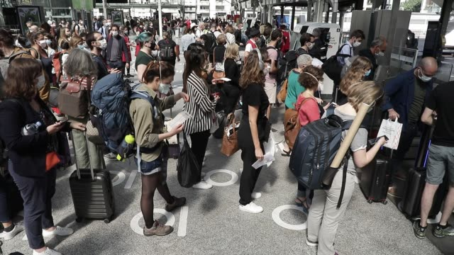 travelers line up to pass through the gates which allow access to the station platforms at gare de lyon train station for vacation departures on july... - hinweisschild stock-videos und b-roll-filmmaterial