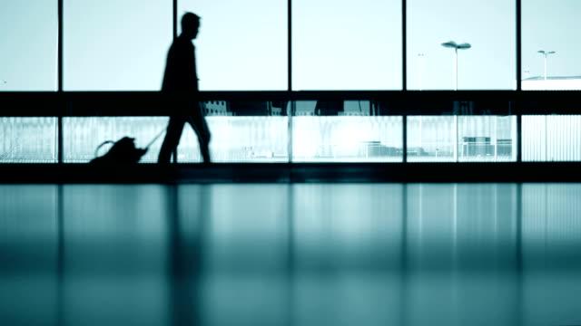 Reisende Silhouetten in Amsterdam Airport Schiphol