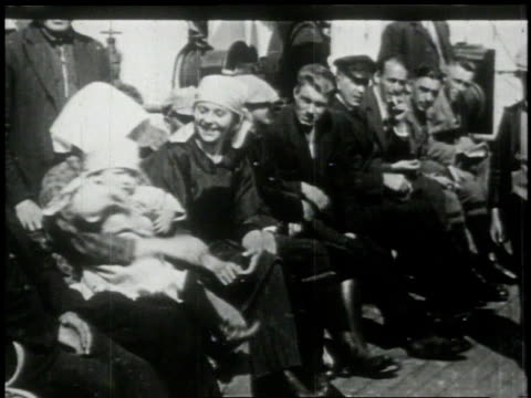 travelers waving from deck / travelers waving from portholes - 1913 stock-videos und b-roll-filmmaterial