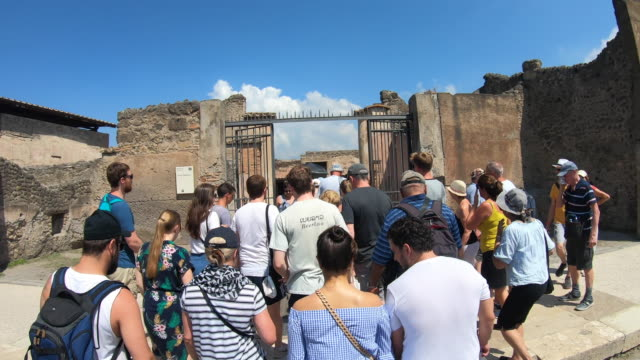 vidéos et rushes de traveling guided tour in the ancient ruins sightseeing historic landmark of pompeii, italy, europe. - time-lapse - guide