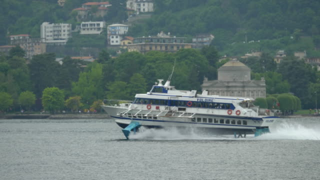 traveling on a hydrofoil fast ferry on lake como, italy, europe. - slow motion - モーターボート点の映像素材/bロール