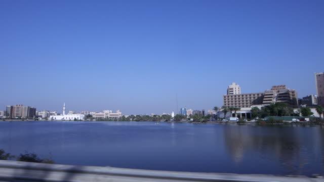 vídeos y material grabado en eventos de stock de traveling shot around al arabaeen lake. - mar rojo