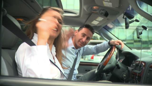stockvideo's en b-roll-footage met hd: traveling - zwaaien gebaren